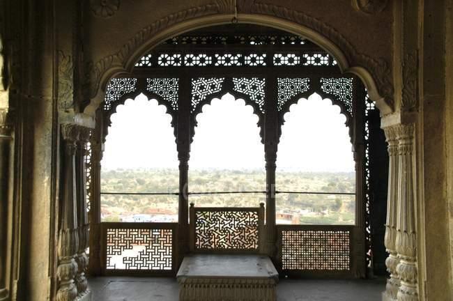 Sala aperta e ornato di Palazzo di città, Karauli, Rajasthan, India — Foto stock