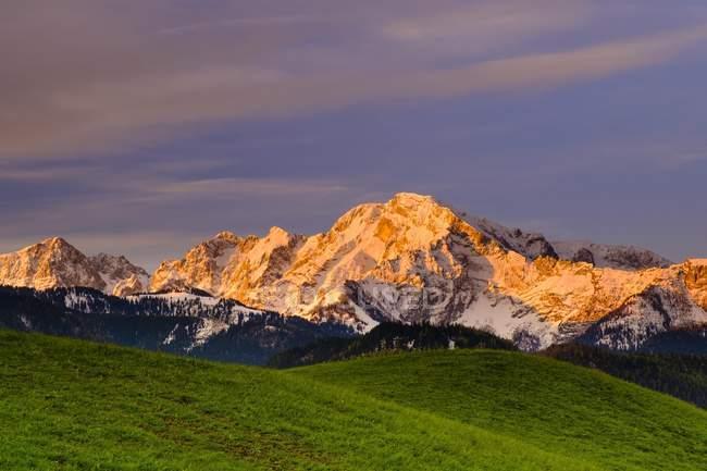 Hoher Goll гора в солнечном свете на рассвете, Берхтесгаден, Бавария, Германия, Европа — стоковое фото