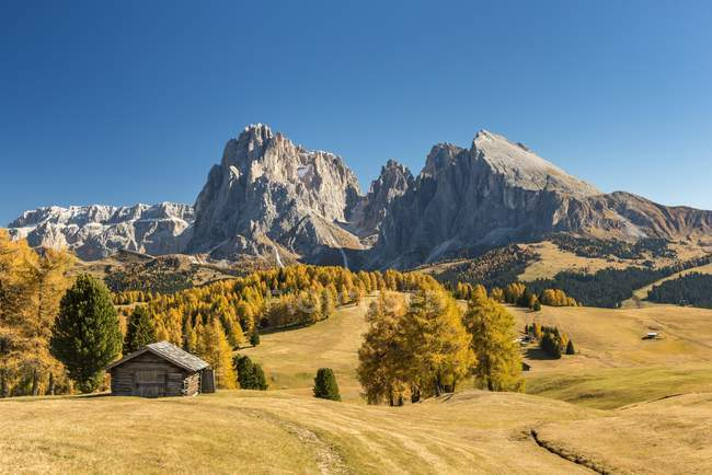Autumnal Alps and alpine hut, Dolomites, South Tyrol, Italy, Europe — стоковое фото