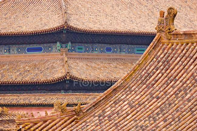 Roofs with mythical creatures in Forbidden City of Beijing, China. — стокове фото