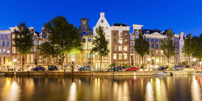 Typical canal houses along Keizersgracht canal, Amsterdam, Netherlands, Europe. — Stock Photo