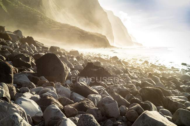 Madeira coast with cliffs on western part of Portuguese island on Atlantic Ocean — Stock Photo