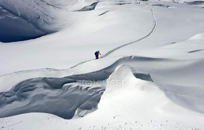 Ski mountaineer on Lang Glacier, Blatten, Valais, Switzerland, Europe — Stockfoto