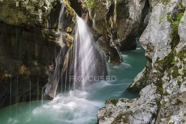 Flowing water of Soca Canyon, Soca Valley, Triglav National Park, Slovenia, Europe — стоковое фото