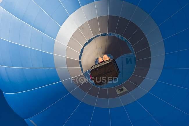 Hot air balloon, low angle view - foto de stock