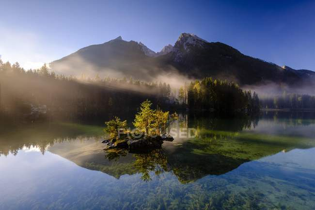 Hintersee lake with morning mist, Berchtesgaden National Park, Ramsau, Upper Bavaria, Bavaria, Germany, Europe — стоковое фото