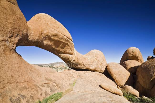 Rock Arch natural rock formation by Spitzkoppe mountain, Namibia, Africa — Stock Photo
