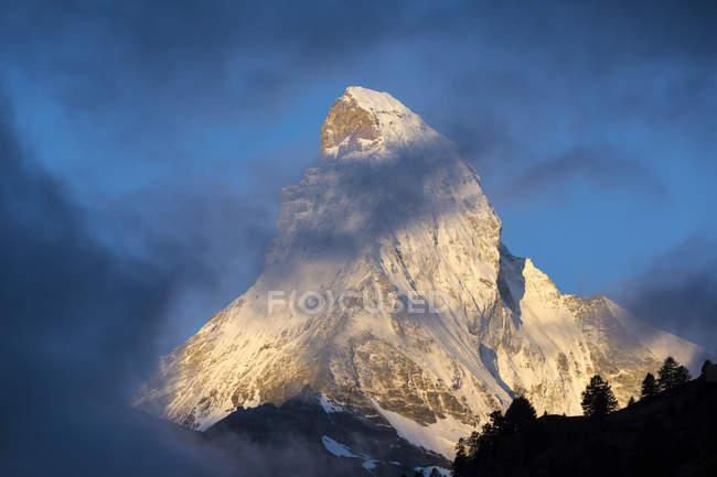 Montieren Sie am frühen Morgennebel am Matterhorn, Zermatt, Kanton Wallis, Schweiz, Europa — Stockfoto