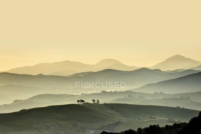 Paisaje de Tuscany con colinas al atardecer, Val dorcia, Toscana, Italia, Europa - foto de stock