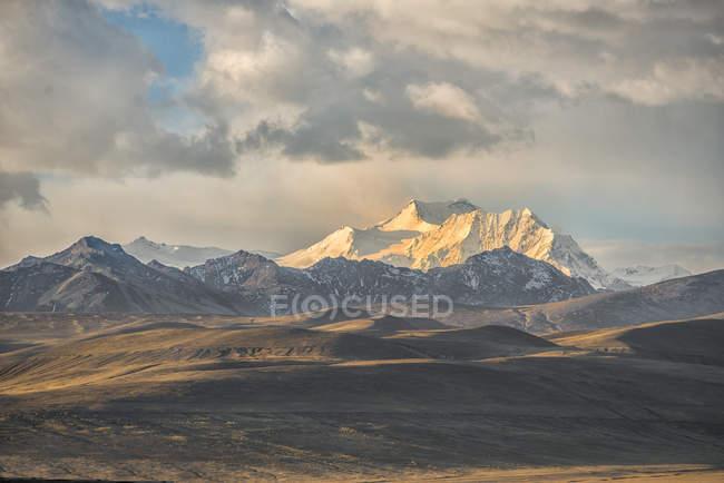 Gebirgszug Cordillera Real bei Sonnenuntergang, bolivianische Hochebene Altiplano, La Paz, Bolivien, Südamerika — Stockfoto