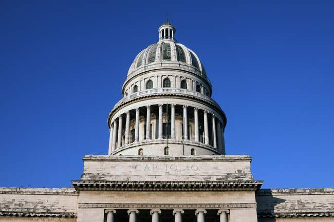 Low angle view of dome of National Capitol Building, Capitolio, Havana, Cuba, Central America — Stock Photo