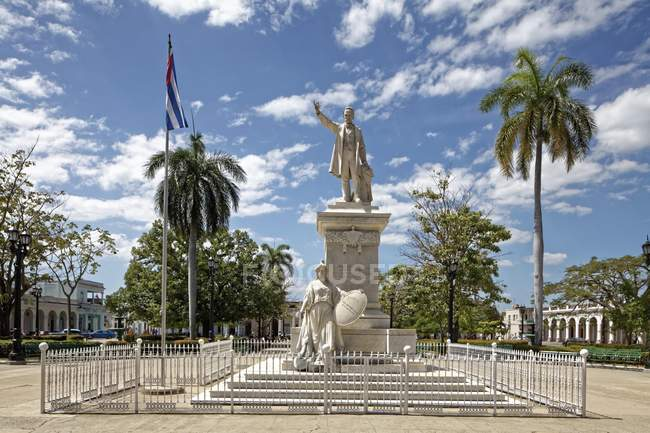 Monument to Jose Marti in municipal park of Cienfuegos, Cuba, Central America — Stock Photo