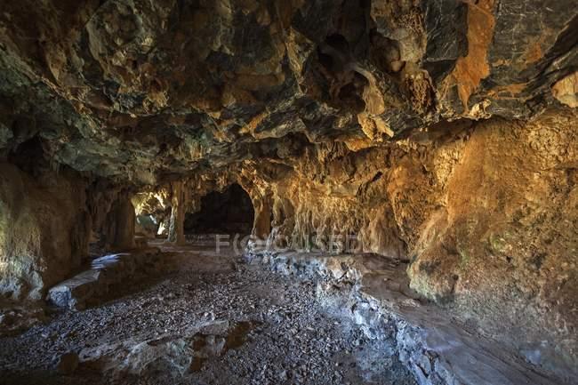 Mogote karst cave de la vallée de Vinales, Pinar del Rio Province, Cuba, Amérique centrale — Photo de stock