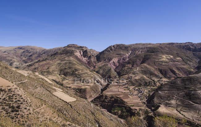 Kleines Dorf in den Anden auf bolivianischen Hochebene Altiplano in Bolivien Südamerika — Stockfoto