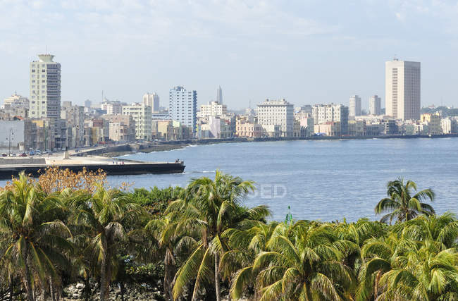 Bay with downtown districts of Centro Habana and El Verdado, Havana, Cuba — Stock Photo