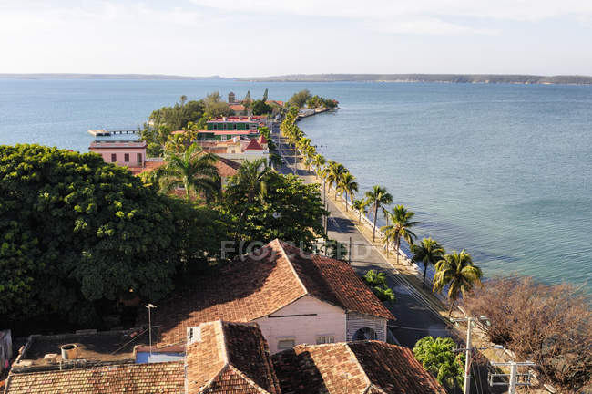 Houses on peninsula of Punta Gorda, Cienfuegos Province, Cuba — Stock Photo