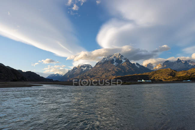 Cuernos del Paine and Lago Grey at sunset in Torres del Paine National Park, Chile — Stock Photo
