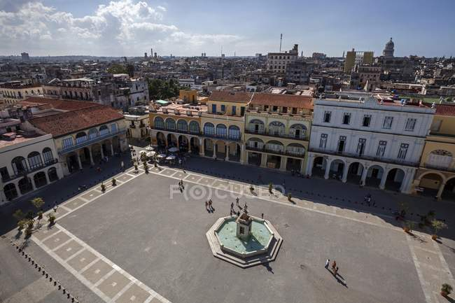 Plaza Vieja and renovated houses in historic center of Havana, Cuba, Central America — Stock Photo