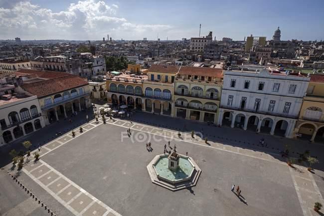Plaza Vieja and renovated houses in historic center of Havana, Cuba, Central America — Stock Photo