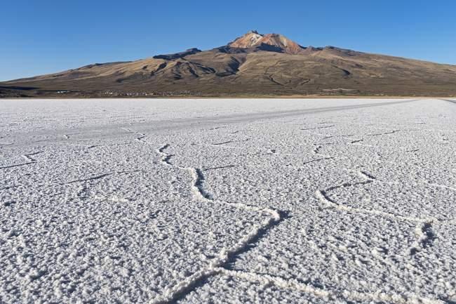 Volcano Cerro Tunupa with Salar de Uyuni, Altiplano, Bolivia, South America — Stock Photo