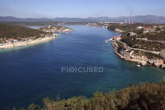 Harbor entrance of Bahia de Santigo de Cuba and island of Cayo Granma, Province of Santiago de Cuba, Cuba, Central America — Foto stock