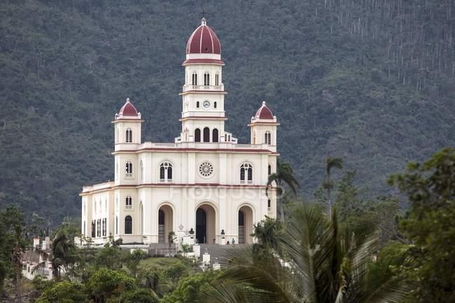 Церковь паломничества в Сантьяго-де-Куба, провинция Сантьяго-де-Куба, Куба, Центральная Америка — стоковое фото
