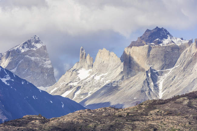 Summit Cuernos of Paine mountain massif of Torres del Paine National Park, Chile, South America — Foto stock