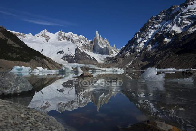 Cerro Torre mountain and Laguna Torre, Los Glaciares National Park, Patagonia, Argentina, South America — Stock Photo