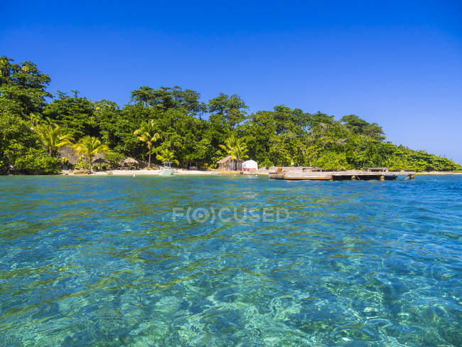 Tropical Sun-Sun Beach in Blue Lagoon, Jamaica, North America — Stock Photo