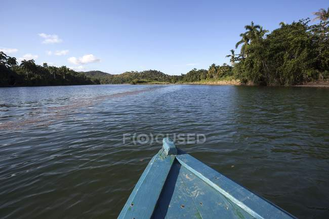 Boat bow on Rio Tao aqueous river in Guantanamo Province, Cuba — Stock Photo