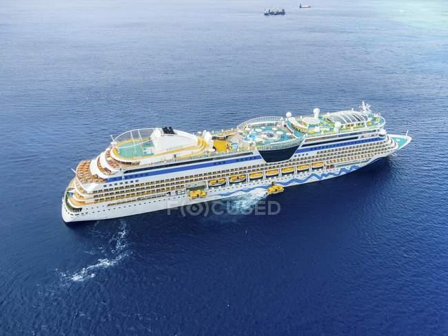 Croisière en mer des Caraïbes près de Georgetown, îles Caïmanes, Amérique du Nord — Photo de stock