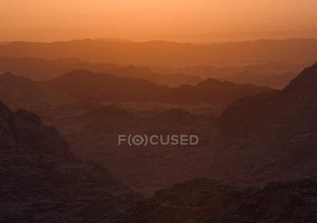 Mountains silhouettes in sunset light, Petra, Jordan, Asia — Stock Photo