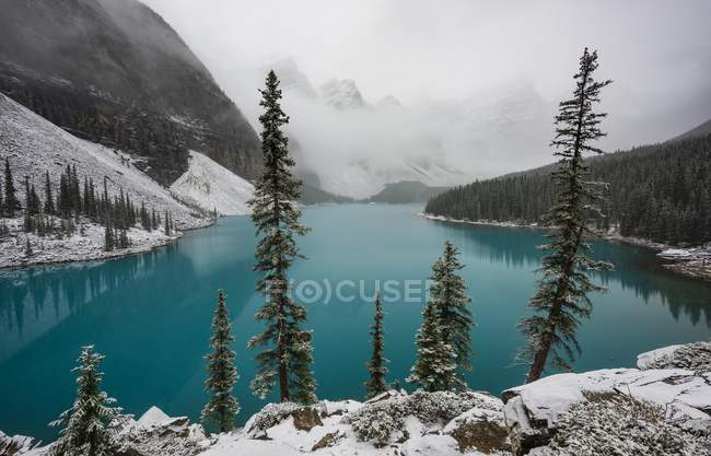 Бирюзовый моренные озера, долины десяти вершин, Национальный парк Банф, Альберта, Канада — стоковое фото