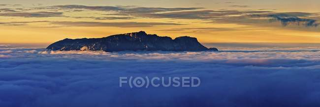 Clouds towering mountain massif Hochthron at sunset, Schnau am Knigssee, Berchtesgaden, Bavaria, Germany, Europe - foto de stock