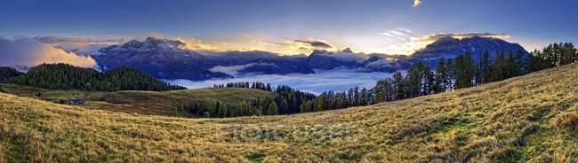 Mountain panorama Berchtesgarden Alps with Watzmann east face and Steinernes Meer at sunset, National Park Berchdesgarden, Schnau am Knigssee, Bavaria, Germany, Europe - foto de stock