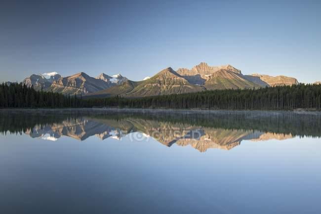 Herbert Lake at sunrise reflecting Bow Range mountains, Banff National Park, Canadian Rocky Mountains, Alberta, Canada, North America — Stock Photo