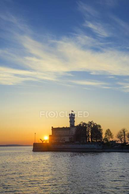Scenery of Montfort castle and setting sun at Lake Constance, Baden-Wurttemberg, Germany, Europe — Stock Photo