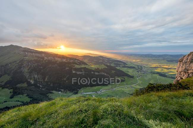 Драматические закат с пасмурным небом в Альпы горы в Альпштайн, Brulisau, Аппенцелль — Иннерроден, Швейцария, Европа — стоковое фото