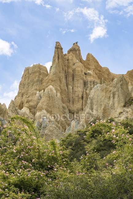 Глиняные скалы возле Omarama с рок формирования, региона Кентербери, Southland, Новая Зеландия, Океания — стоковое фото