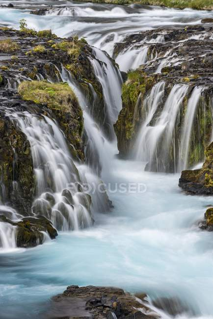 Misty flowing water of waterfall Bruarfoss, Southern Region, Iceland, Europe — Stock Photo