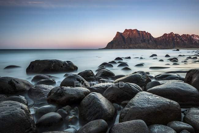 Rocks on beach of Uttakleiv in evening mood, Vestvagoy, Lofoten, Norway, Europe — Stock Photo