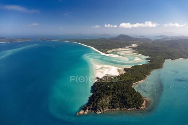 Landschaft des Whitehaven Beach und Hill Inlet Flusses schlängelt, Whitsunday Islands, Queensland, Australien, Oceania — Stockfoto