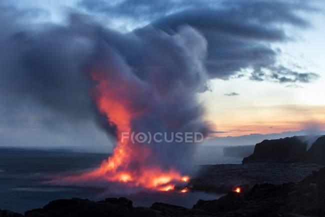 Лава введення океану в Kalapana, Гаваї вулкани національного парку, Big Island, Гаваї, США, Північної Америки — стокове фото