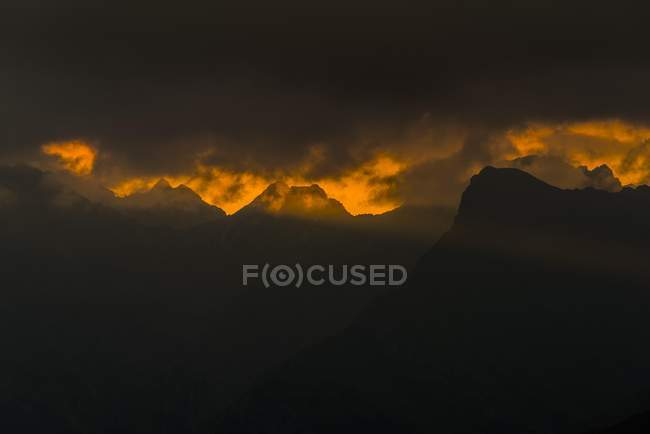 Dramatic clouds above Lechtal mountains, sunrise, Elmen, Lechtal, Reutte District, Tyrol, Austria, Europe — Stock Photo