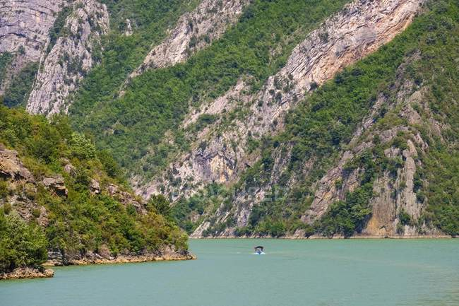 Excursion boat on water of Koman Reservoir, Liqeni i Komanit, River Drin, Qark Shkodra, Albania, Europe — Stock Photo