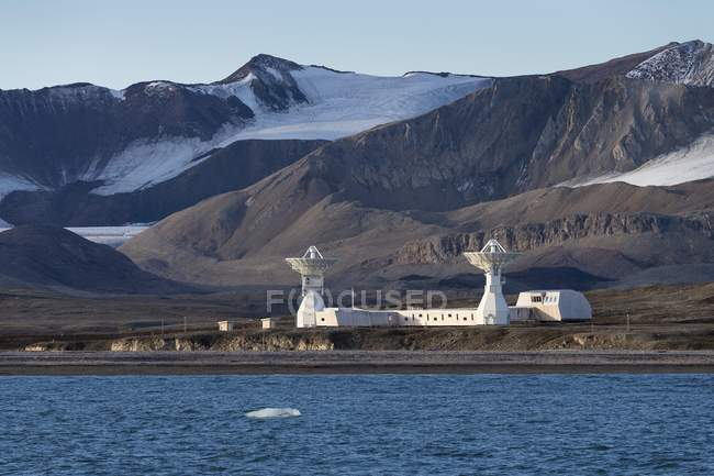 Northernmost observatory in world with twin telescopes, Ny-Alesund, Spitsbergen Island, Svalbard and Jan Mayen, Norway, Europe — Stock Photo