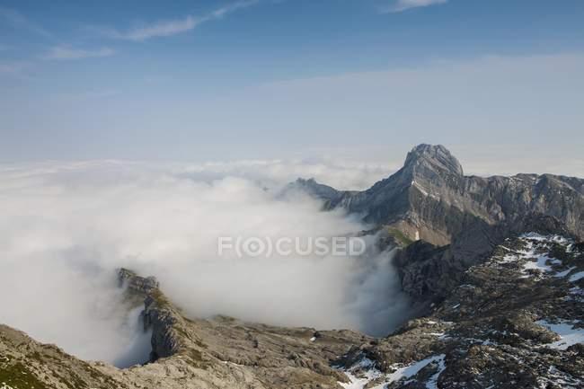 Niedrige Stratus, wie gesehen von Berg Säntis und Altmann Berg, Alpstein Berge, Appenzell, Schweiz, Europa — Stockfoto