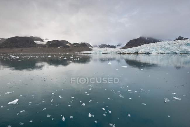 Smeerenburg Glacier in Spitsbergen Island, Svalbard Archipelago, Svalbard and Jan Mayen, Norway, Europe — Stock Photo