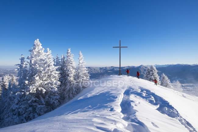Brauneck с крестом саммита, Lenggries, Isarwinkel, Верхнебатель, Бавария, Германия, Европа — стоковое фото