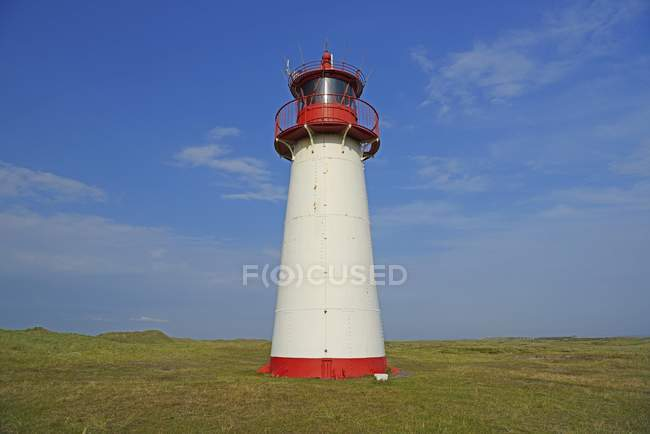 Lighthouse List West on grassy shore, Ellenbogen, Sylt, North Frisian Islands, North Frisia, Schleswig-Holstein, Germany, Europe — Stockfoto
